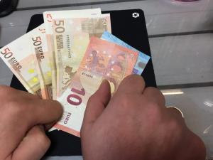 Στα 1.161 ευρώ ο μέσος μισθών όσων έχουν μόνιμη δουλειά στην Ελλάδα