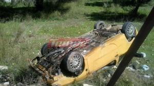 Πάτρα: Αυτοκίνητο βγήκε από το δρόμο και τούμπαρε σε χωράφι [pics]