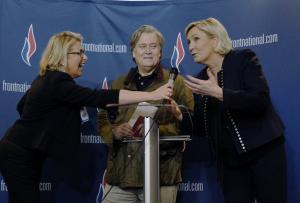 """""""Ύμνοι"""" πρώην κορυφαίου συμβούλου του Τραμπ για την ανιψιά της Λεπέν"""