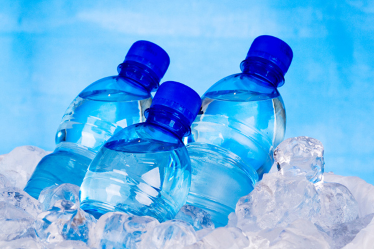 μπουκάλια εμφιαλωμένο νερό