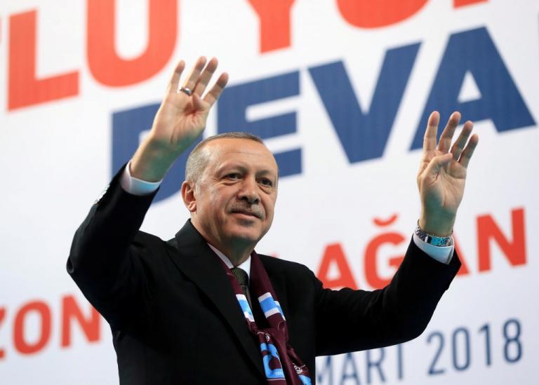 Μάχιμοι μόνο στα λόγια! Δεκάδες μέλη του κόμματος του Ερντογάν με πλαστά χαρτιά για να μην πάνε στρατό