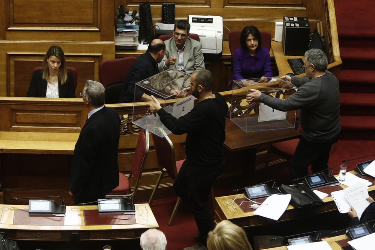 """Βουλή: """"Όχι"""" σε προανακριτική για Κουρουμπλή, Ξανθό και Πολάκη – Διαρροές… κατά λάθος στην κοινοβουλευτική συμμαχία ΣΥΡΙΖΑ – ΑΝΕΛ"""