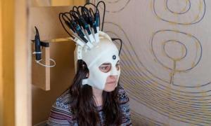 Αυτό είναι το κράνος που κάνει μαγνητοεγκεφαλογραφία εν κινήσει [pic, vid]