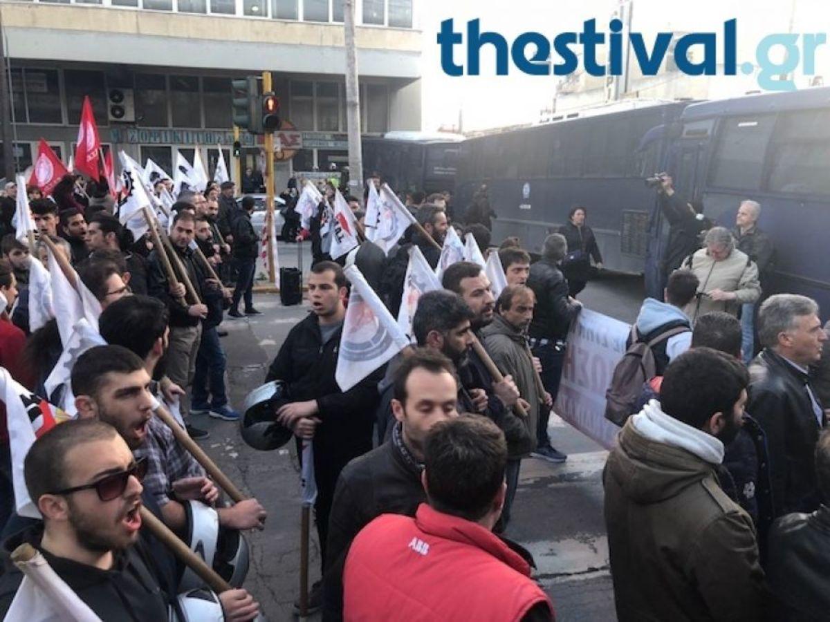 """Θεσσαλονίκη: Τους """"μπλόκαραν"""" για να μη φτάσουν κοντά στον Τσίπρα [vid]"""