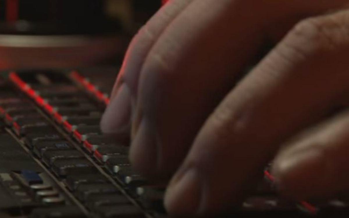 32 μυστικοί συνδυασμοί στο πληκτρολόγιο που λύνουν τα χέρια!