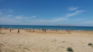 Ξεχύθηκαν στις παραλίες στο Ηράκλειο [pics]
