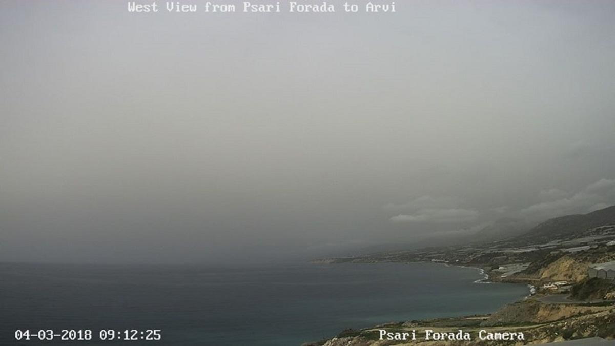 Η αφρικανική σκόνη «πνίγει» την Κρήτη – Θολή η ατμόσφαιρα σε όλο το νησί