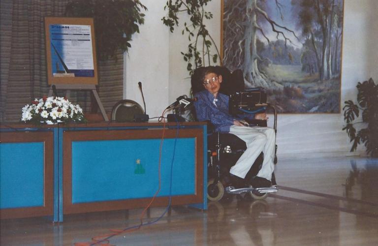 """Στίβεν Χόκινγκ: Τζατζίκι, """"καμάκι"""", σκηνές ζηλοτυπίας και συγκίνηση όταν επισκέφθηκε την Σάμο!"""