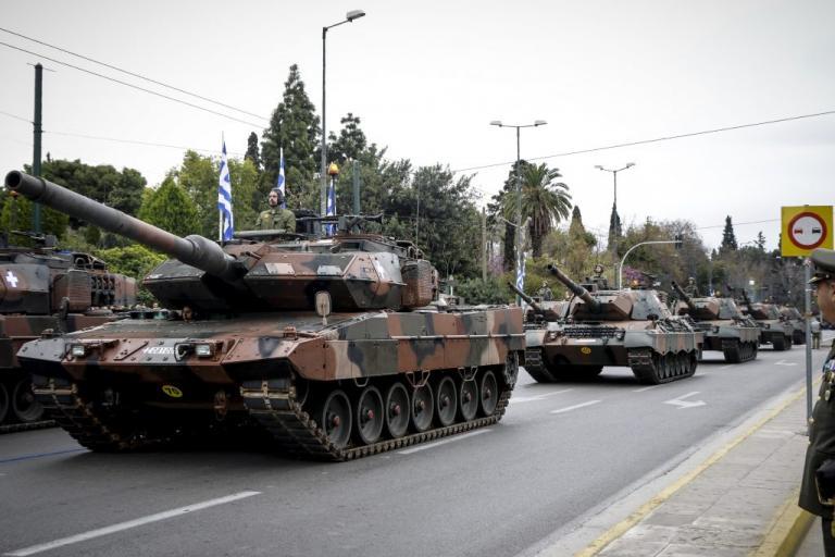"""Στρατιωτική παρέλαση 25ης Μαρτίου με το """"βλέμμα"""" στην Τουρκία"""