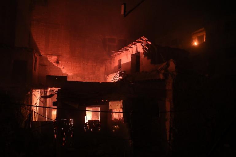 Συρία: Εμπρηστικές βόμβες έκαψαν ζωντανούς 37 αμάχους που κρύβονταν για να σωθούν [pics]