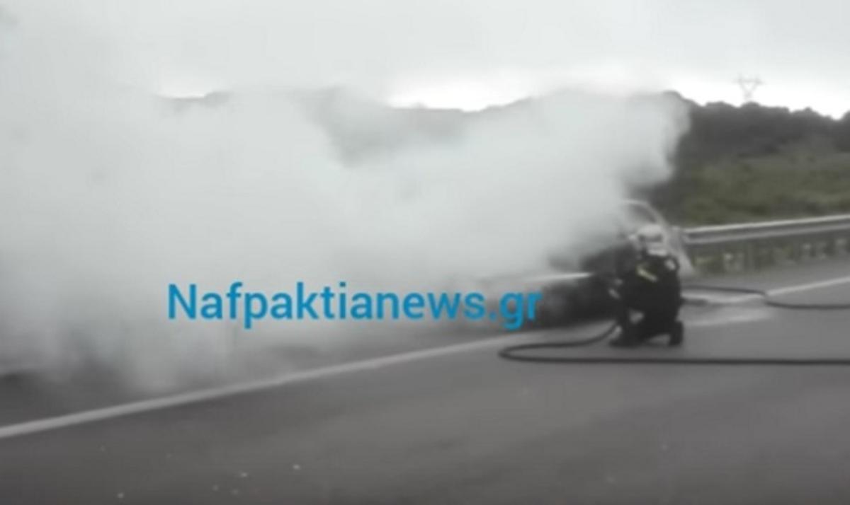Ιόνια Οδός: Αυτοκίνητο πήρε φωτιά έξω από το Αντίρριο – Αυτοψία στο σημείο [vid]