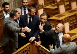 Ξυδάκης για επεισόδιο στη Βουλή: Ο Λαγός κινήθηκε απειλητικά εναντίον μου! [vid]