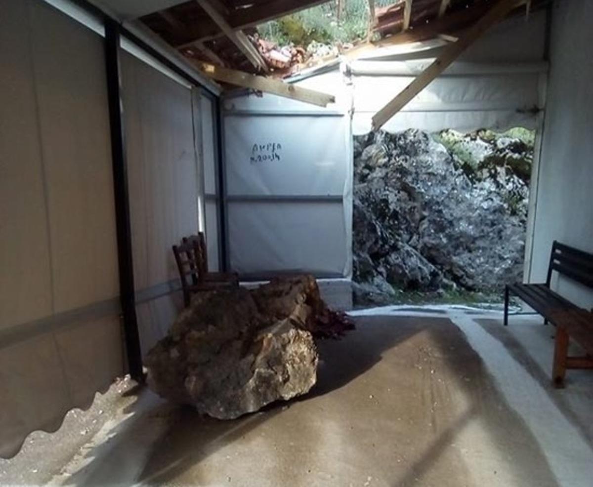 Αιτωλοακαρνανία: Βράχος έπεσε σε εκκλησία πριν τον Επιτάφιο