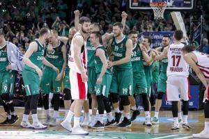 """Ζαλγκίρις – Ολυμπιακός: Το """"πάρτι"""" του Γιασικεβίτσιους με τους παίκτες στα αποδυτήρια [vid]"""