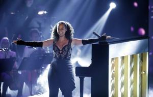 Η Alicia Keys για το μισθολογικό χάσμα στο «The Crown» – Επέκρινε τον πρόεδρο των Grammy