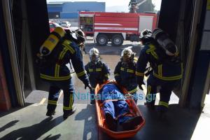 Ναύπακτος: Η άσκηση της πυροσβεστικής για μεγάλη φωτιά σε εργοστάσιο πλαστικών [vid]