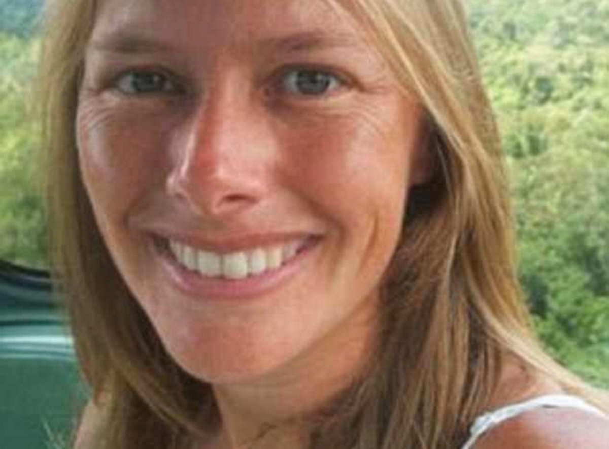 Της ζήταγε συγγνώμη ενώ τη σκότωνε – Σοκ στο δικαστήριο