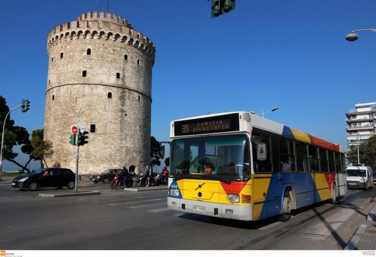Θεσσαλονίκη: Τέσσερις τραυματίες σε σύγκρουση ΙΧ με λεωφορείο – Το «έσκασε» ο οδηγός του αυτοκινήτου! [pics]