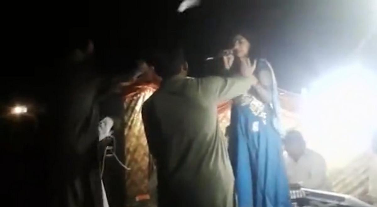 Σοκαριστικό βίντεο! Εκτέλεσε εν ψυχρώ έγκυο τραγουδίστρια