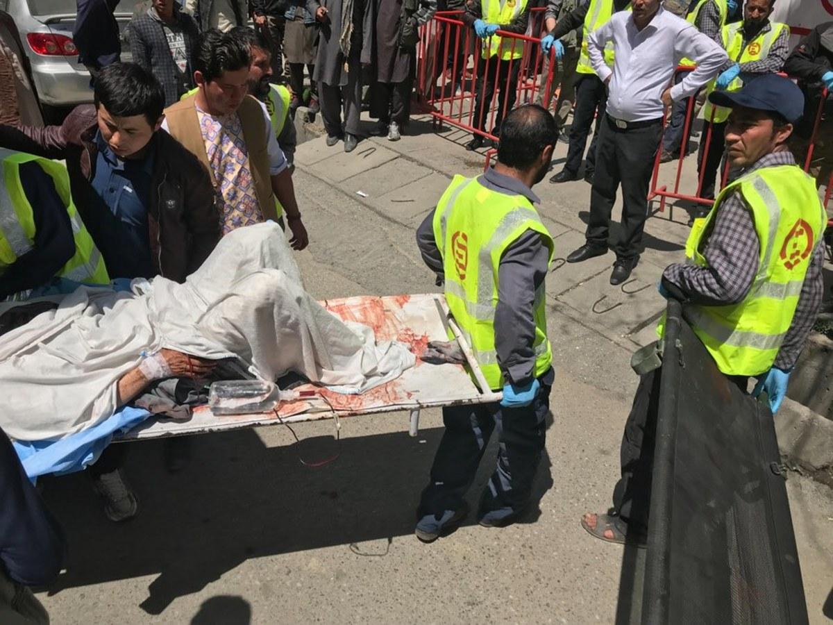 """Αφγανιστάν: Στους 52 οι νεκροί από την επίθεση """"καμικάζι"""" στην Καμπούλ – Αίμα και πανικός παντού [pics]"""