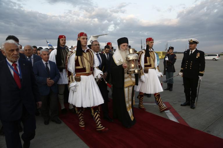 Προσγειώθηκε στο Ελ. Βενιζέλος το Άγιο Φως – Πως θα ταξιδέψει σε όλη την Ελλάδα [pics]