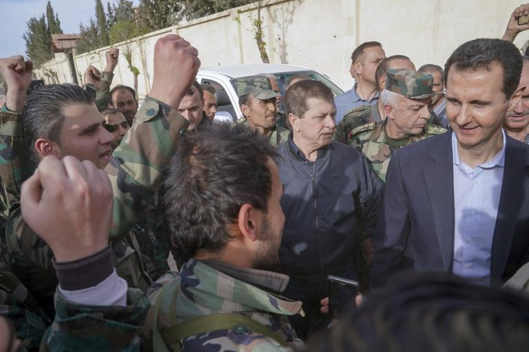 Άσαντ: Καλοδιάθετος, έκανε… ψιλή κουβεντούλα με Ρώσους βουλευτές