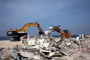 Τραγωδία στην Κρήτη: Δούλευε όταν έπεσε με την μπουλντόζα στη θάλασσα και πνίγηκε!