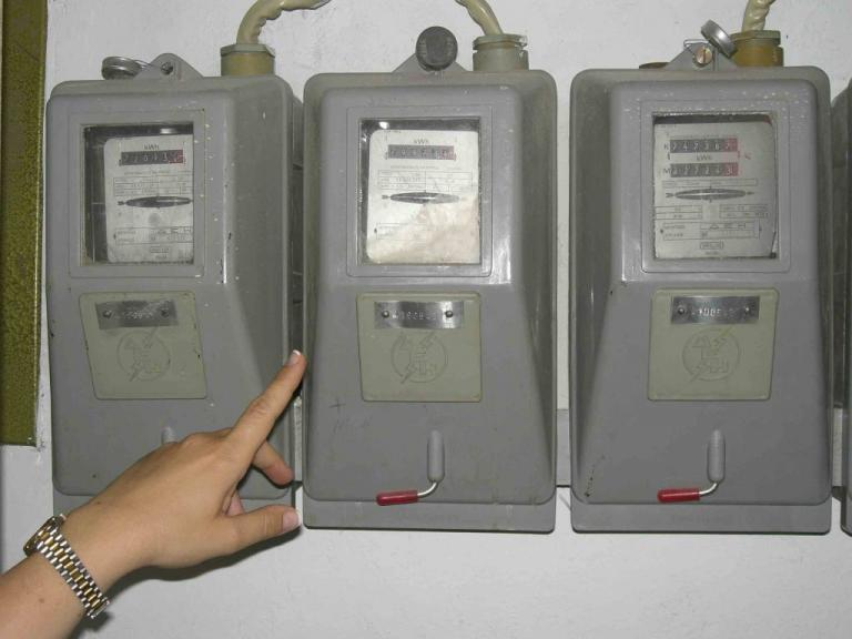 """Επανασύνδεση ρεύματος για χιλιάδες νοικοκυριά που βρίσκονται στο """"σκοτάδι"""""""