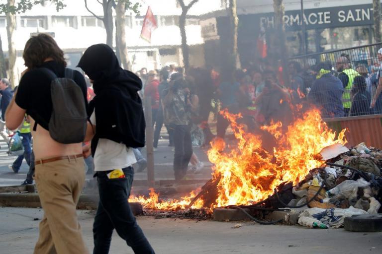 Σοβαρά επεισόδια σε διαδήλωση συνδικάτων στο Παρίσι [pics]