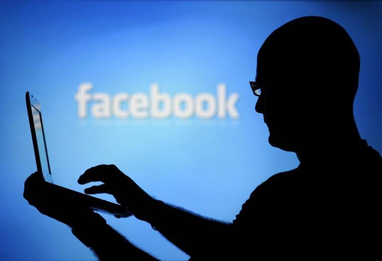 Facebook: Ξεφεύγει ο Ζάκερμπεργκ! Ζητά πρόσβαση σε στοιχεία πελατών τραπεζών