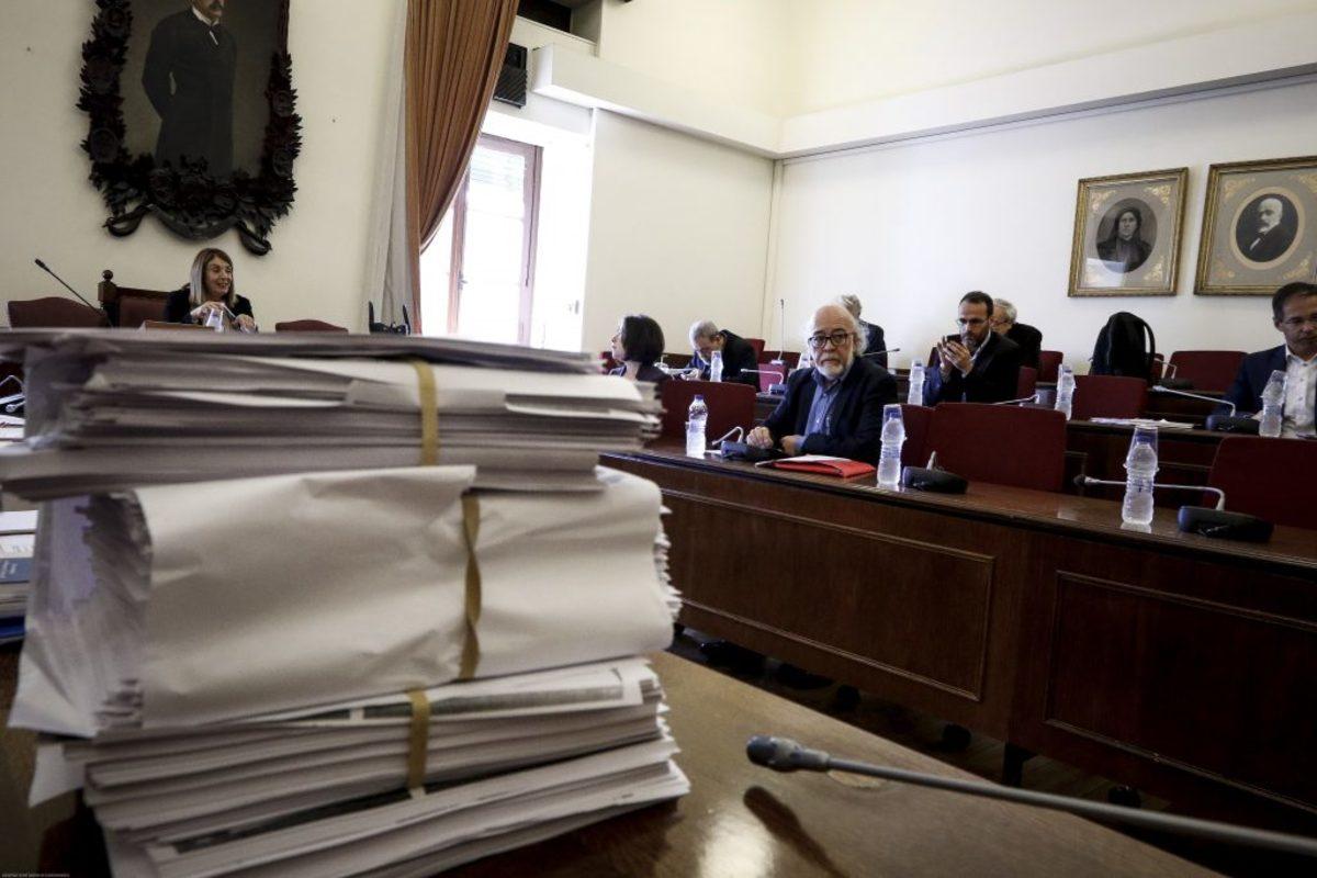 Επιτροπή Δεοντολογίας: Στα μαλακά ο Φωκάς – Ομπρέλα σε Πάνο Καμμένο