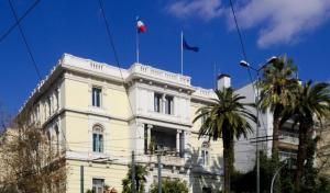 Επίθεση με μπογιές από τον Ρουβίκωνα στην Γαλλική πρεσβεία – Μία προσαγωγή
