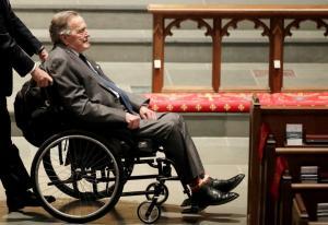 Στο νοσοκομείο ο Τζορτζ Μπους μια μέρα μετά την κηδεία της Μπάρμπαρα