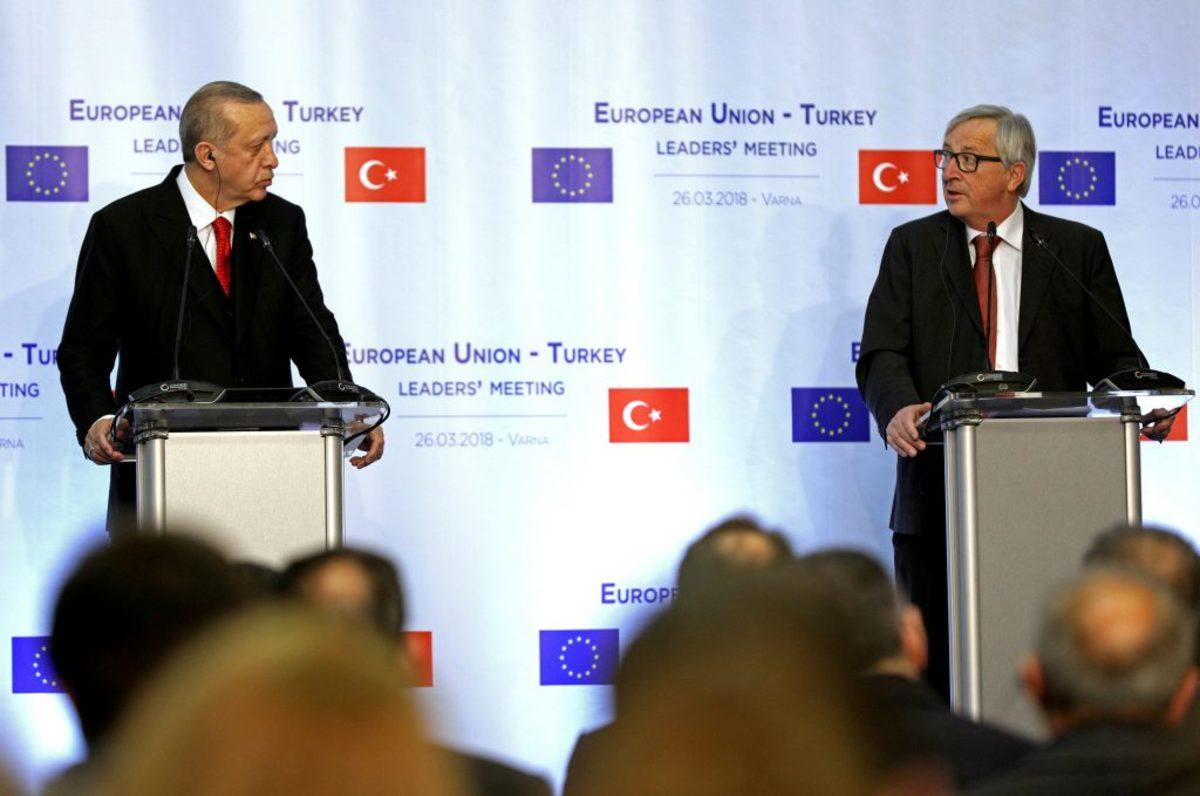 Γιούνκερ Τουρκία Ερντογάν Έλληνες στρατιωτικοί
