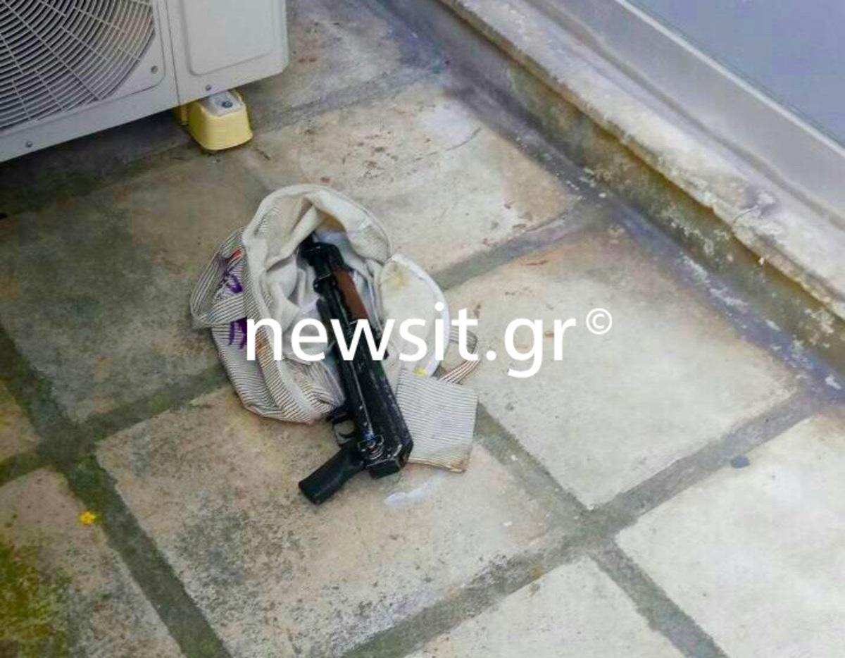 Βρέθηκε καλάσνικοφ σε δρόμο του Βύρωνα! [pic]
