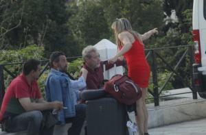 Η… συντρόφισσα τουρίστρια που ζήτησε οδηγίες στην συγκέντρωση του ΚΚΕ [pics]