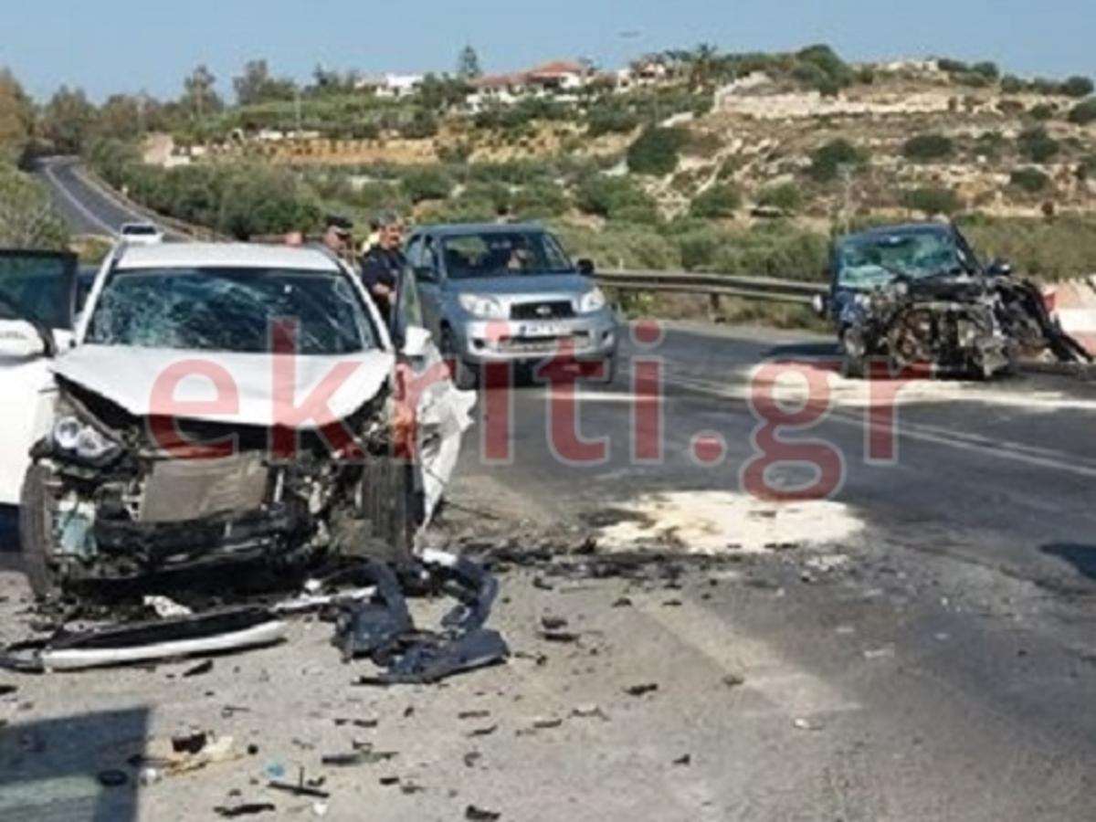 """Κρήτη: """"Σμπαράλια"""" δύο αυτοκίνητα στην Παλιά Εθνική Οδό προς Ανάληψη Χερσονήσου"""