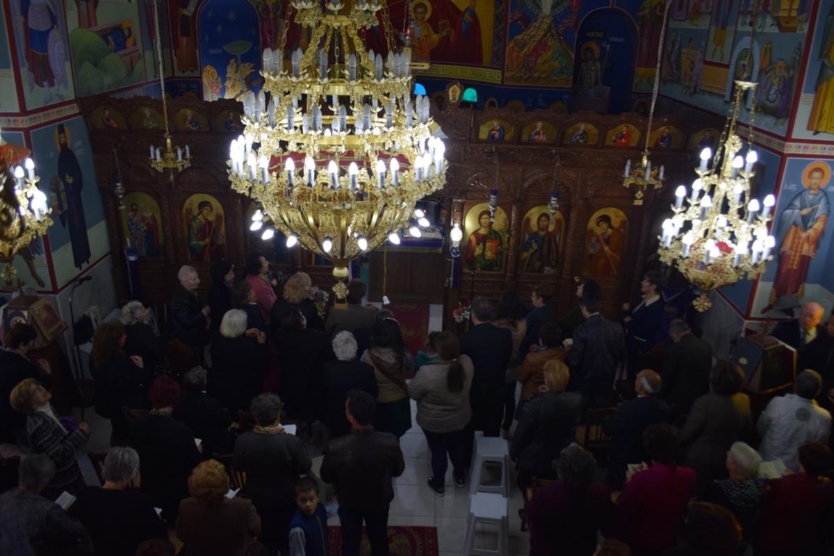 Λέσβος: Το έθιμο με τον κρότο από τα στασίδια στην Πρώτη Ανάσταση [vid]