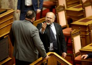 Γιάννης Λαγός: Βουλευτική… καμπάνα! Αποβολή και περικοπή της αποζημίωσης