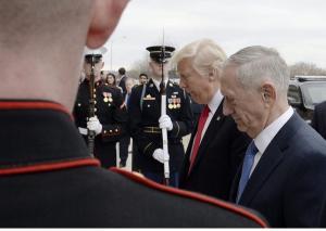"""Παρασκηνιακές αποκαλύψεις! Φτάσαμε μια """"ανάσα"""" από την """"μάχη γιγάντων""""! Ποιος έπεισε τον Τραμπ να βομβαρδίσει την Συρία;"""