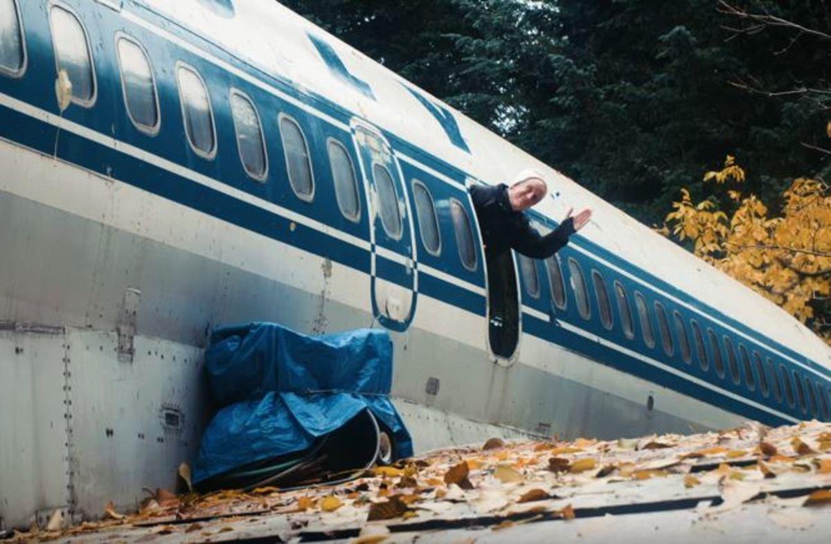 Ο άνθρωπος που ζει σε ένα αεροπλάνο της Ολυμπιακής