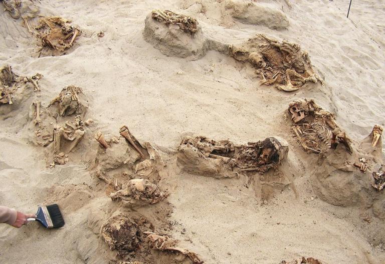 Απομεινάρια ενός εγκλήματος – Θυσίασαν 140 παιδιά – Αποκαλύφθηκε αρχαίος ομαδικός τάφος [pics, vid]