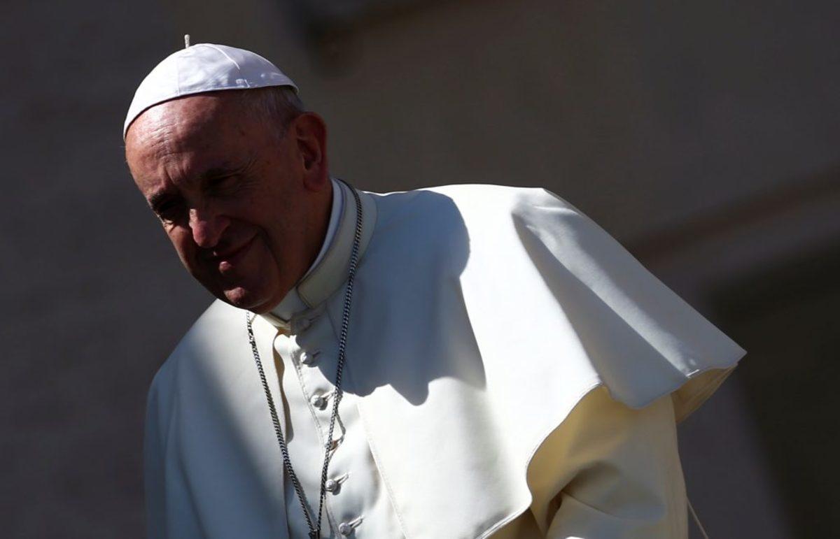 Ο Πάπας γιορτάζει και κερνάει παγωτά τους φτωχούς