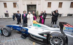 O Πάπας ευλόγησε ηλεκτροκίνητη Formula E!