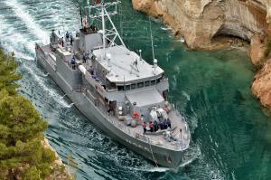 Toυρκικό πολεμικό πλοίο πέρασε από τον Ισθμό [pics, vid]