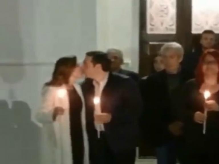 Πάσχα 2018 – Αλέξης Τσίπρας: Ανάσταση στην Τήλο – Το τρυφερό φιλί στην Μπέτυ Μπαζιάνα