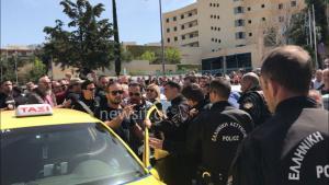 Uber: Έξαλλοι οι οδηγοί μετά την αναστολή της UberX – Ρίχνει… λάδι στη φωτιά ο Λυμπερόπουλος