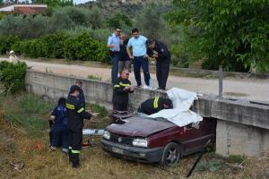 Ναύπλιο: Μαρτυρικός θάνατος για πατέρα 4 παιδιών – Το αυτοκίνητο σφήνωσε σε γεφυράκι – Σκληρές εικόνες στο σημείο [pics, vid]