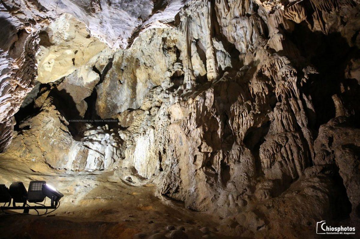 Χίος: Αυτό είναι το σπήλαιο που εντυπωσιάζει τους τουρίστες – Τι βρέθηκε μετά από ανασκαφές [pic, vid]