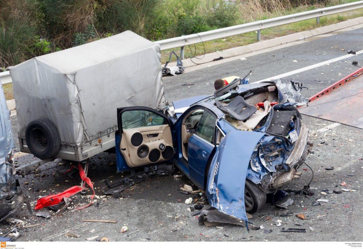 Θεσσαλονίκη: Τροχαίο μετά από άγρια καταδίωξη – 9 τραυματίες από την ανατροπή του αυτοκινήτου!